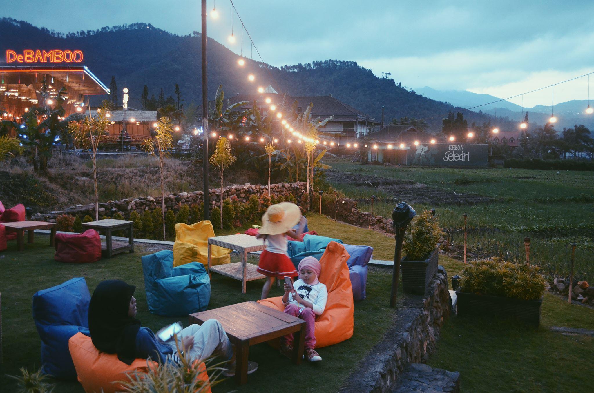 7. Pupuk Bawang Cafe & Dining