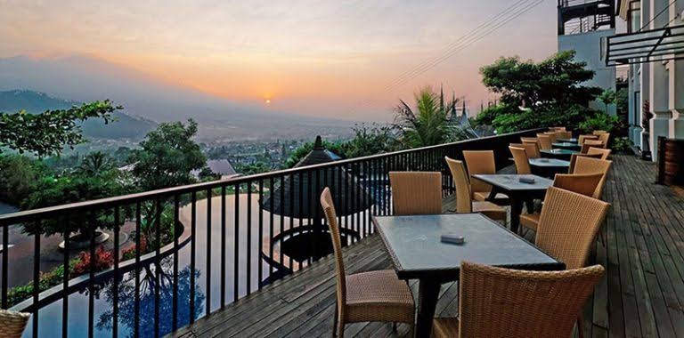 9. The Clubhouse Restaurant & Lounge, Jambuluwuk Resort Batu